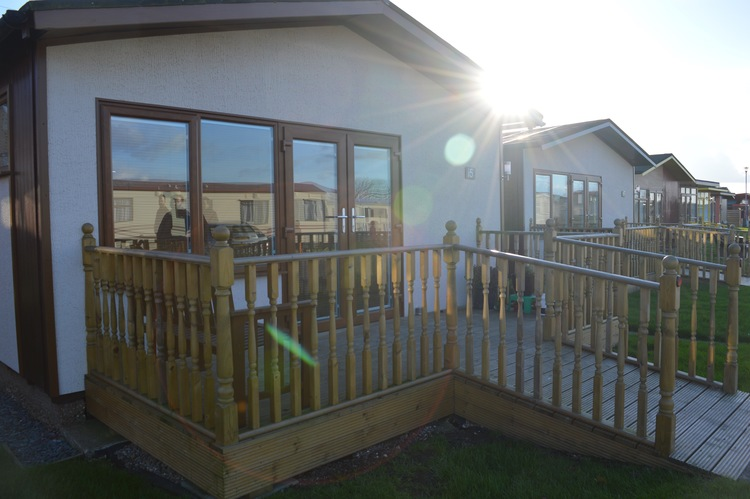 THE SUN IS SHINING AT MABLETHORPE CHALET PARK